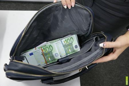 Порядок перемещения наличных денег через границу изменится в феврале
